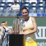 Foto de Pennetta con su trofeo de Indian Wells 2014-2