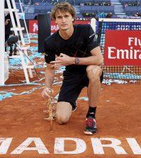 Zverev vencedor en Madrid con su trofeo