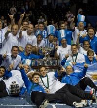 argentina-campeona-copa-davis celebra en la pista