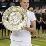 Final Femenina Wimbledon Kvitova con trofeo 2014