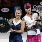 Foto Finalista y Campeona con trofeos Open Australia 2014