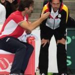 Foto Capitanes Moyá y Arriens discuten la situación