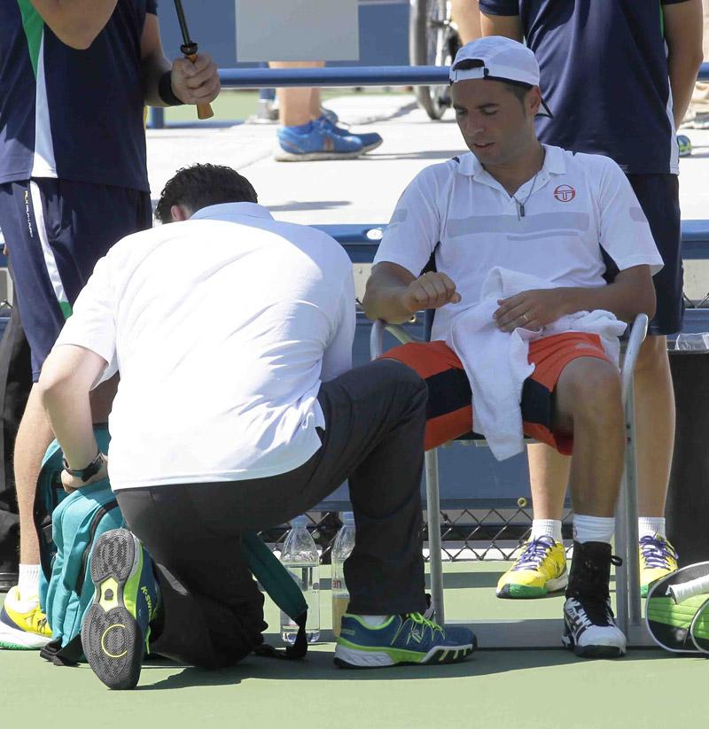 Montañes atendido US Open 2014 01 b