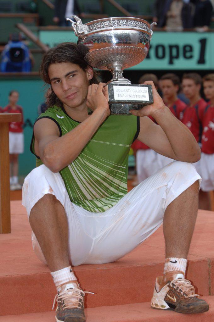 Rafa Nadal, con el trofeo de Roland Garros en 2005