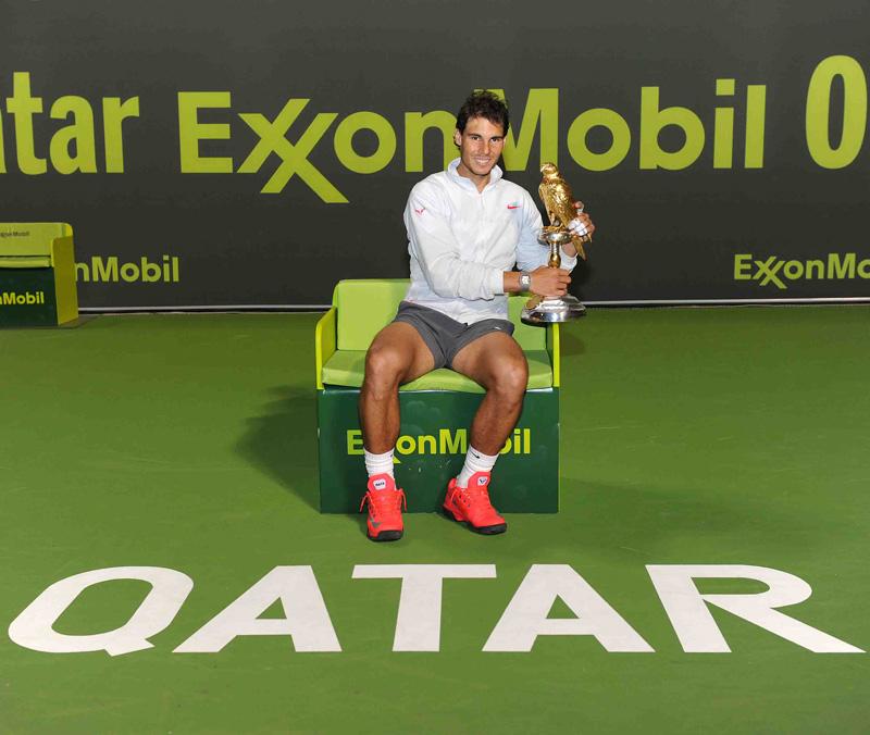 Nadal en el trono de Doha con su halc¢n 2014 01 b