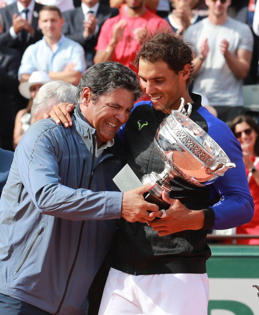 Toni y Rafa con trofeos 01