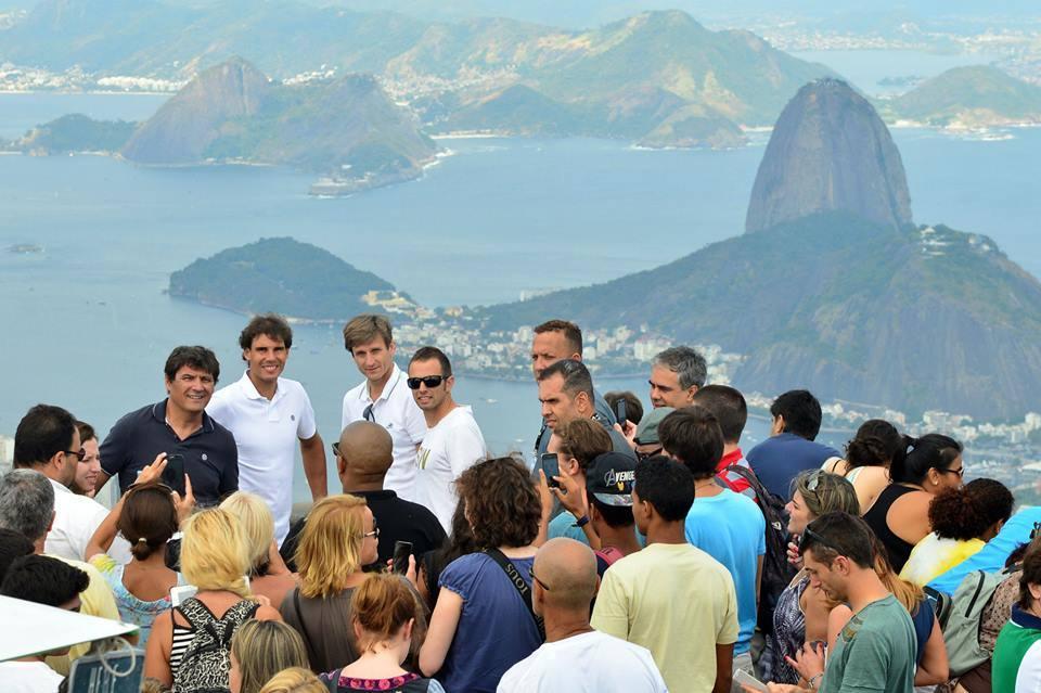 Rafael Nadal visita al Cristo redentor en Río de Janeiro. 3 Foto: João Pires/Foto JUMP