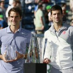Foto de Djokovic y Federer con sus trofeos tras la final de Indian Wells 2014