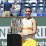 Foto de Pennetta con su trofeo de Indian Wells 2014
