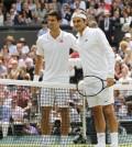 Djokovic y Federer al inicio de la final Wimbledon 2014